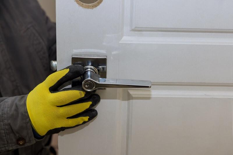 biztonsági ajtó panellakásba